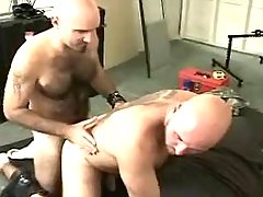 Bear man-lover sucks mature boyfriend on floor