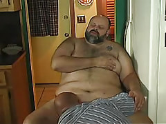 Old faggot sucks mature cock