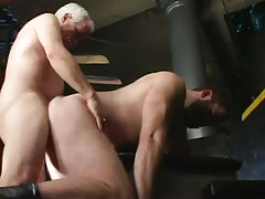 Old gay fucks hairy boyfriend in doggy style