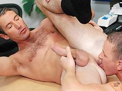 Aiden rims and relaxes Joe's dark hole before plunging on in !